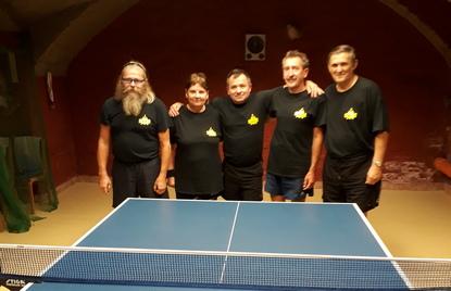 b61c77590f a Kozmafa SK csapata (balról: Juhász István, Benke Mária, Szabó László,  Majoros József és Király Attila)