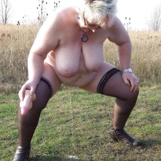 BBW Grandma Outdoor pissing