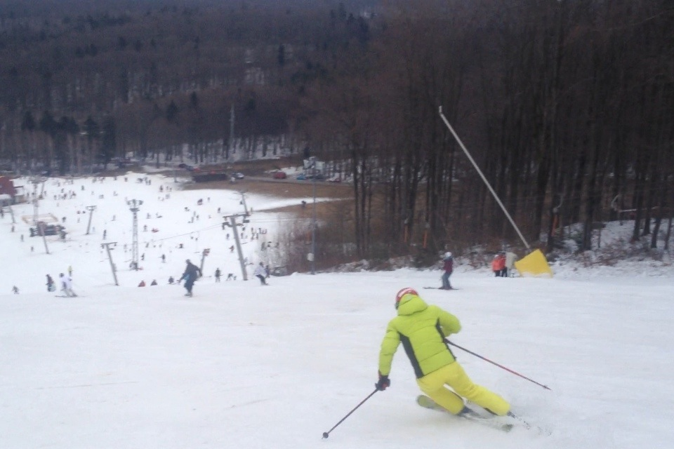 Me in a turn to the left with SL skis