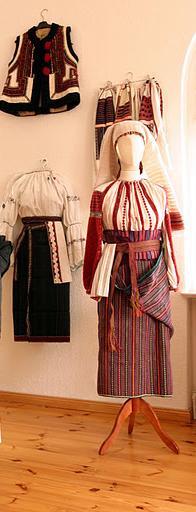 417485cdcd A moldvai csángómagyarok népi kultúrája. Románia keleti részén, Moldvában,  a Kárpátok és a Prut folyó közti területen, számos írott forrás bizonysága  ...